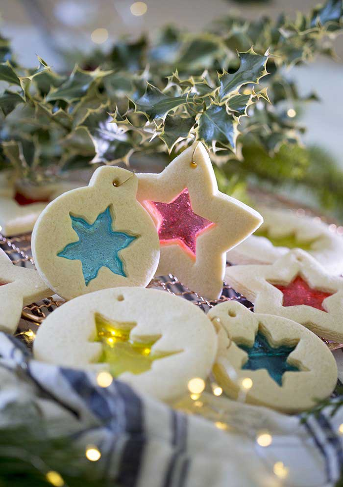 Stained_glass_cookies_feature_christms