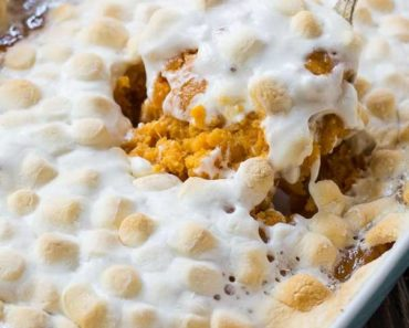 Sweet_Potato_Casserole_with_Marshmallows