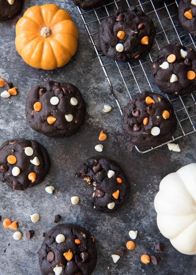 dark_chocolate_halloween_chip_cookies