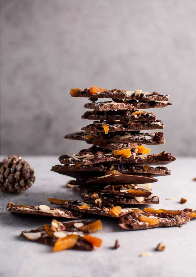 fruit_nut_chocolate_bark