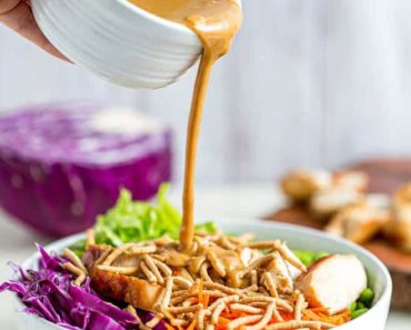 Asian_chicken_salad_with_peanut_dressing-