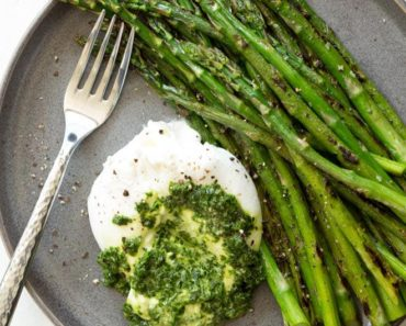 Asparagus_with_Burrata_Cheese-and-Kale-Pesto-for_Atkins_Eat_Right-Not_Less
