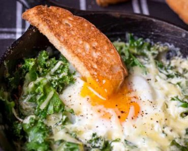 Cheesy_Eggs_and_Kale