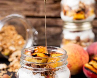 Grilled_Peach_Breakfast_Parfait