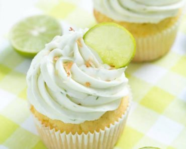 Key_Lime_Coconut_Cupcakes_christmas