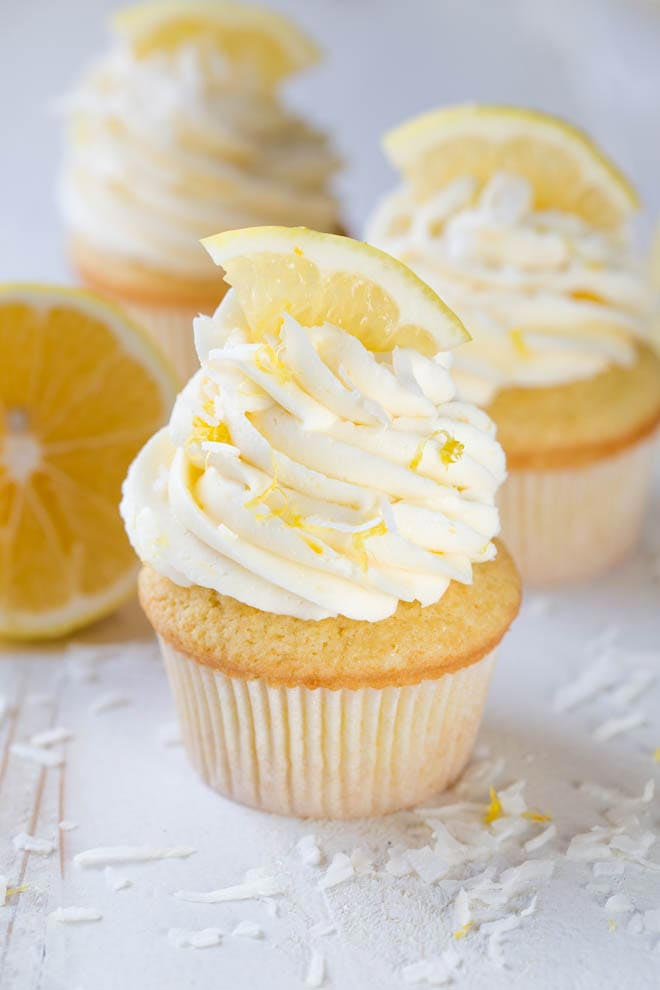 Christmas_Lemon-Coconut_Cupcakes_with_Vanilla_Buttercream_Frosting