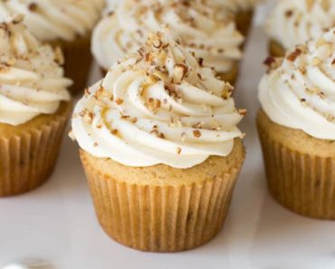 Maple_Pecan-Cupcakes-with-Maple_Cream_Cheese_Frosting