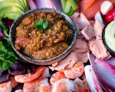 Seafood-platter-with-3-dips